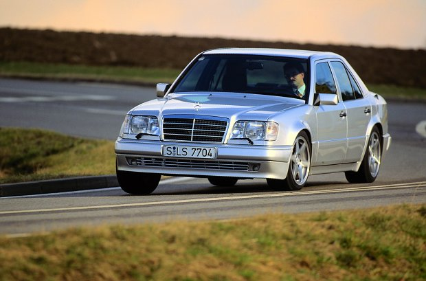 Mercedes-Benz 500 E | 25 lat sportowej limuzyny