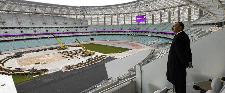 Za kas� brutalnego dyktatora PKOl wysy�a Polak�w na igrzyska - 333 osoby, w tym 214 zawodnik�w