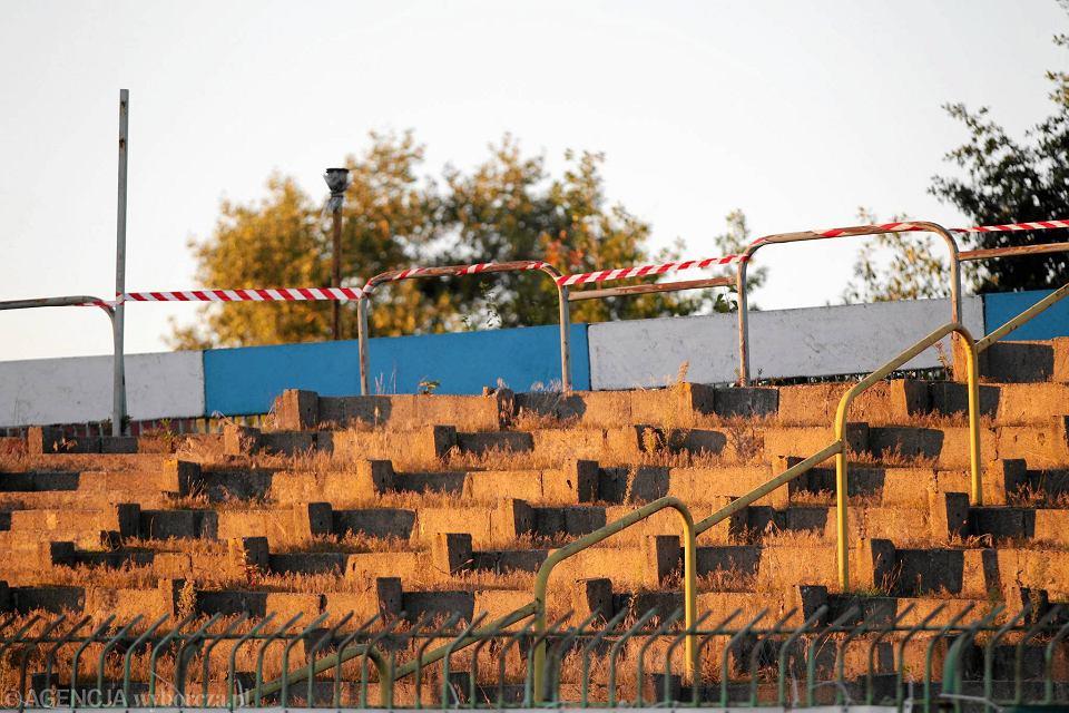 Opóźnia Się Oświetlenie Stadionu Stomilu Zdążą Na Czas
