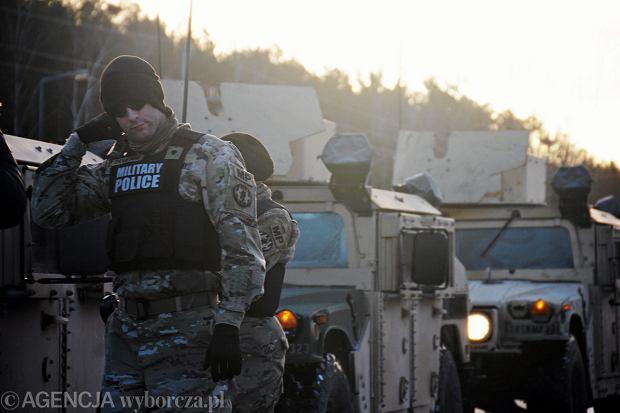 Ciężarówka amerykańskich żołnierzy utknęła pod wiaduktem w Żaganiu