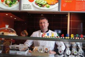 Nowe menu w Warsie: staropolska kanapka, bajgle...