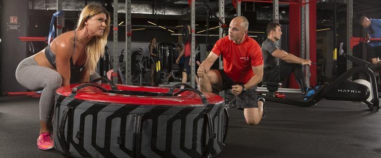 Chciałabyś ćwiczyć na siłowni, ale nie wiesz jak zacząć? Mamy na to sposób!