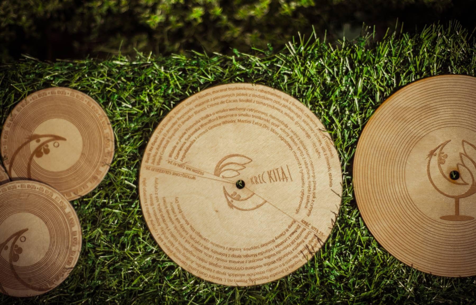 Kita Koguta i projekt MENU w formie drewnianego krążka winylowego (fot. Zajarani.pl)
