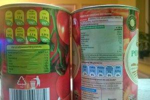 Puszka pomidorów z Biedronki i delikatesów. Producent ten sam, a skład? Trzy razy więcej sodu. Firma się tłumaczy: Wkradł się błąd