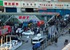 Zn�w niespokojnie w zachodnich Chinach. Atak no�ownik�w i eksplozje bomb na dworcu kolejowym w stolicy prowincji Xinjiang