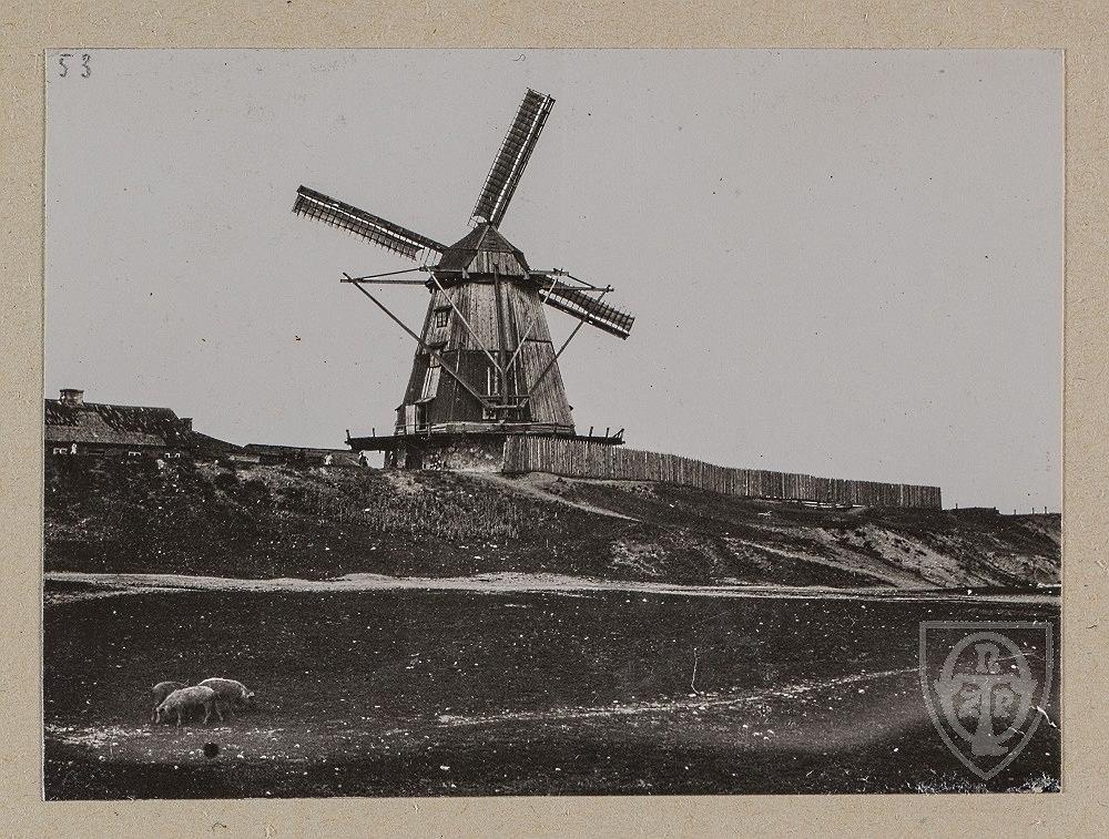 http://bi.gazeta.pl/im/10/74/15/z22497808IH,Wiatrak-za-rogatka-wolska--rok-1910-1915.jpg