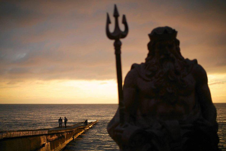 Mieszka�cy Soczi i okolic tego miasta twierdz�, �e w�adze s� g�uche na ich skargi. Na zdj�ciu: pos�g Neptuna na pla�y w Soczi