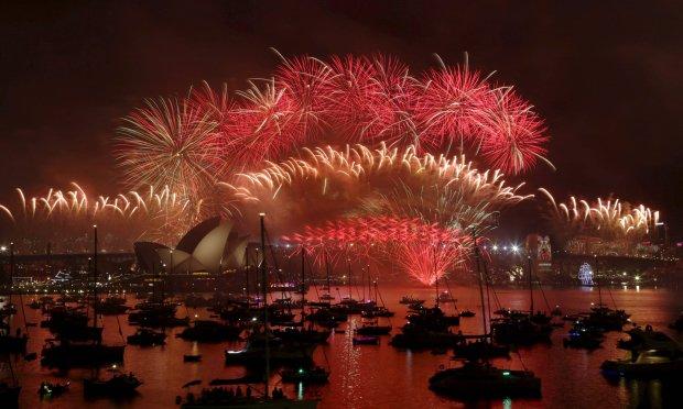 Australia �wi�tuje Nowy Rok. Wielki pokaz sztucznych ogni w Sydney [WIDEO]