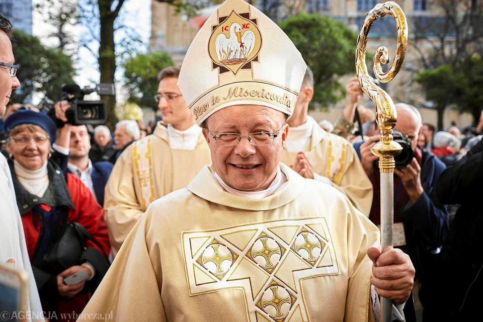 Listopad 2011.  Ingres arcybiskupa Grzegorza Rysia w katedrze łódzkiej