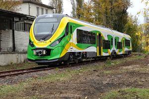 Nowoczesny autobus szynowy od trzech miesięcy stoi na bocznicy. Polskie koleje w pigułce?