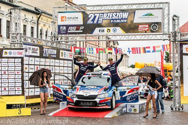 Zdjęcie numer 15 w galerii - 27. Rajd Rzeszowski. Nikolay Gryazin świętował zwycięstwo na rzeszowskim Rynku [GALERIA]