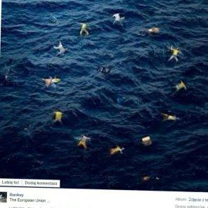 Cia�a zamiast gwiazdek. Szokuj�ca flaga UE wg Banksy'ego