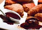 Orzechowe p�czki z czekoladowym sosem
