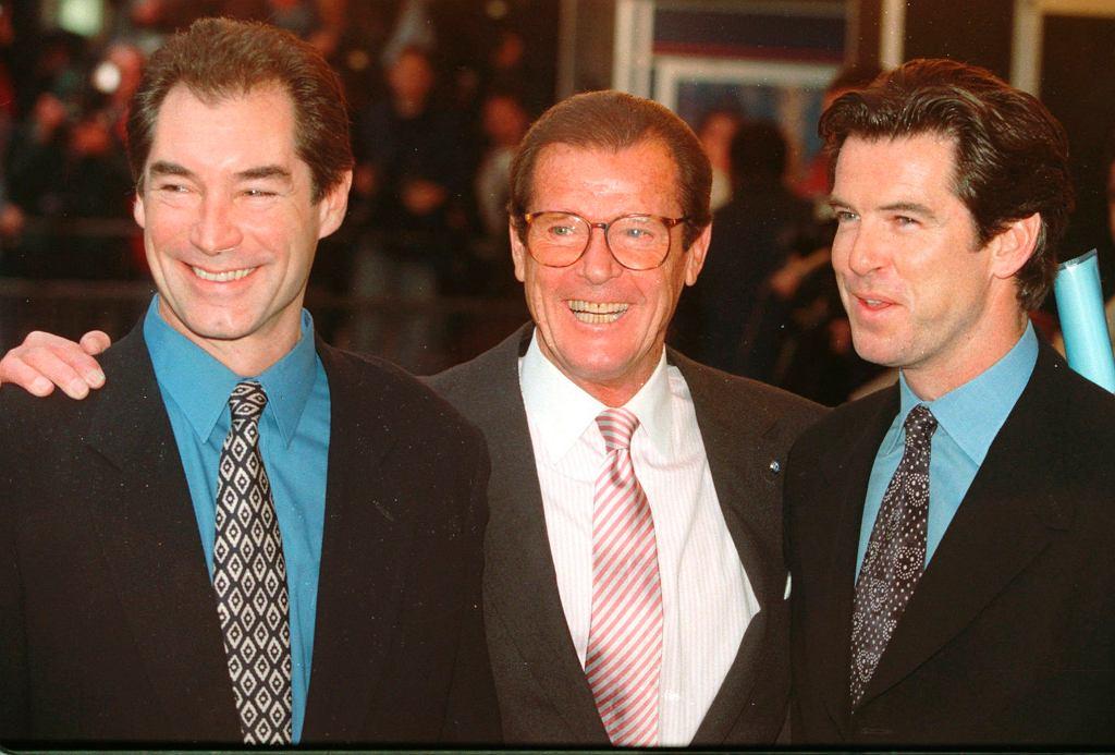 Od lewej: Timothy Dalton, Roger Moore, Pierce Brosnan, 1996