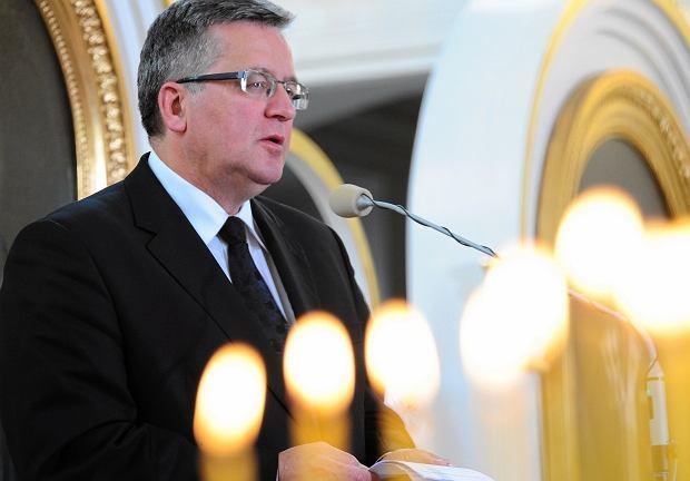 Prezydent Bronisław Komorowski podczas nabożeństwa za zmarłych w 70. rocznice zbrodni wołyńskiej