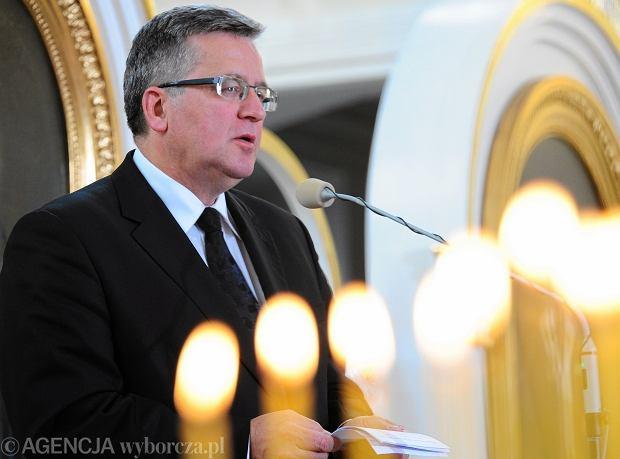 Prezydent Bronis�aw Komorowski podczas nabo�e�stwa za zmar�ych w 70. rocznice zbrodni wo�y�skiej