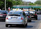 """Strajk ostrzegawczy taksówkarzy: """"Zaczynamy walczyć o życie"""". Mieszkańcy kilku miast są wściekli i zapowiadają przesiadkę do Ubera"""