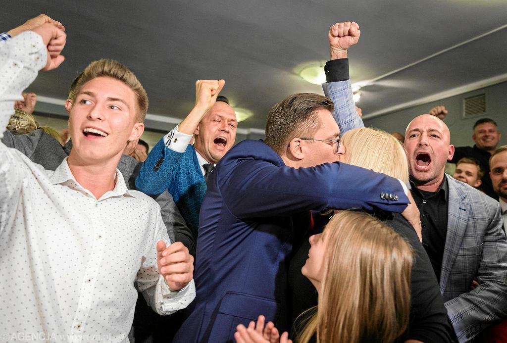 Ubiegający się o reelekcje prezydent miasta Marcin Krupa podczas wieczoru wyborczego
