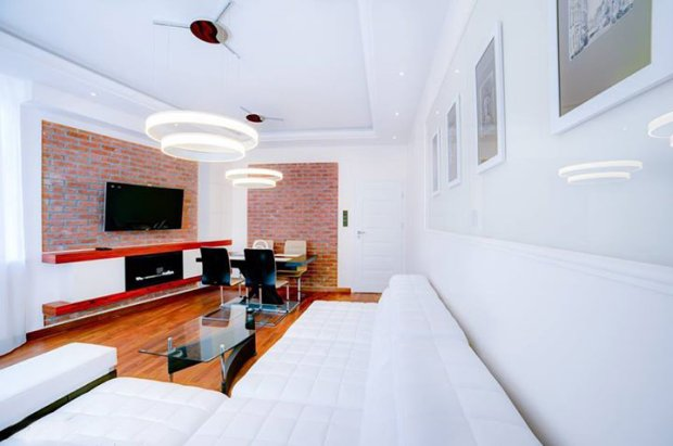 aranżacja salonu, nowoczesne wnętrze, cegła w salonie