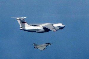 Brytyjskie myśliwce Typhoon przechwyciły trzy rosyjskie samoloty transportowe. Stanowcza reakcja ministra Fallona