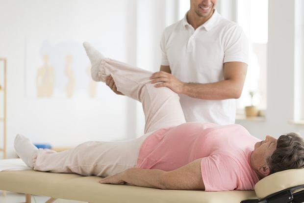 Endoproteza kolana. Kiedy i w jakich przypadkach jest wszczepienia?