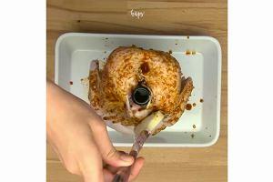 Kurczak pieczony na butelce piwa. Miękkie, soczyste mięso, chrupiąca, aromatyczna skórka