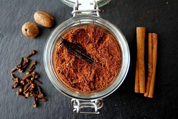 Kawa i jesień z przyprawami