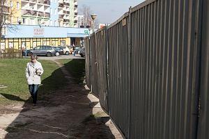 Budowa Biedronki odci�a bezpieczn� drog� do szko�y