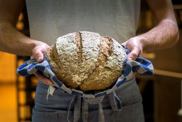Do najlepszych piekarni zwykle ustawiają się długie kolejki (fot. pidjoe / iStockphoto.com)