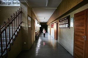 Ponad 30 uczniów gimnazjum w Bytowie zasłabło na lekcji. Policja: jedna z uczennic rozpyliła gaz