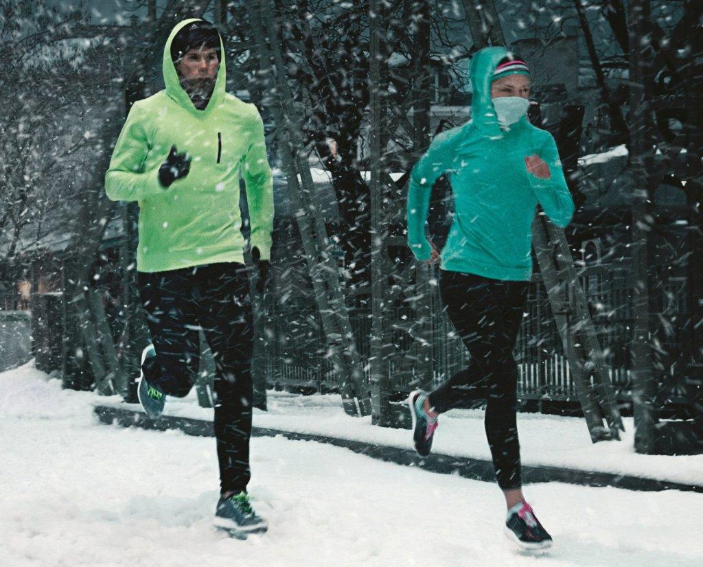 1bea079cb Odzież do biegania zimą. Ranking niezbędnych elementów garderoby dla  biegacza