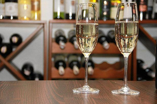Fałszywy szampan został przejęty przez policję we Włoszech
