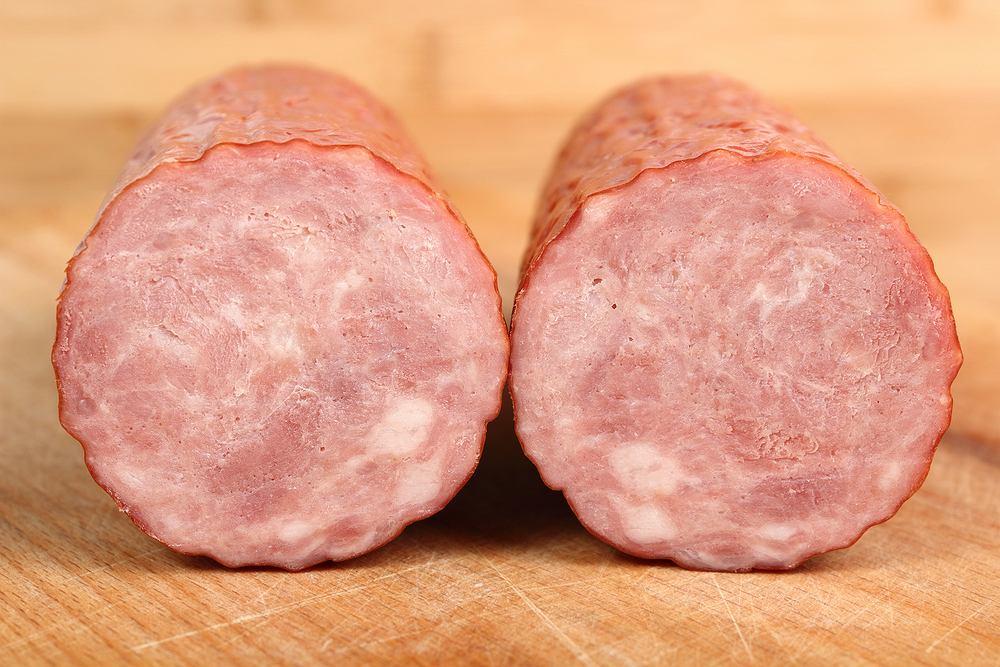 Kiełbasa krakowska sucha staropolska razem z czosnkiem galicyjskim trafiły do rejestru chronionych produktów spożywczych, prowadzonego przez KE