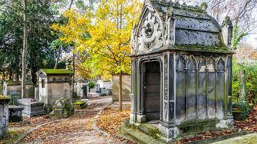 Cmentarz Pere-Lachaise w Paryżu, Francja / shutterstock