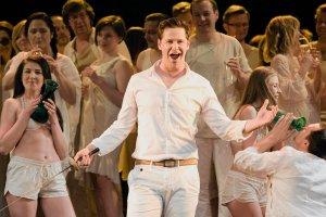 """""""Otello"""" w bieli i czerni. Recenzja spektaklu w Operze Ba�tyckiej"""