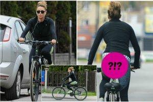 Ma�gorzata Rozenek na przeja�d�k� rowerow� za�o�y�a obcis�e leginsy, kt�re perfekcyjnie podkre�li�y jej figur�. Wprost trudno wyobrazi� sobie, �eby pupa telewizyjnej gwiazdy mog�a wygl�da� lepiej!