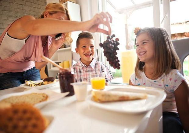 Winogrona należny kroić przed podaniem dziecku