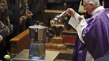 Pogrzeb Renata Bialettiego odbył się 16 lutego 2016 roku w kościele w miejscowości Casale Corte Cerro nieopodal jeziora Maggiore we Włoszech. Prochy złożono w urnie w kształcie powiększonej kawiarki