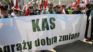 Protest celników przez Pałacem Prezydenckim - 6 czerwca 2016 roku