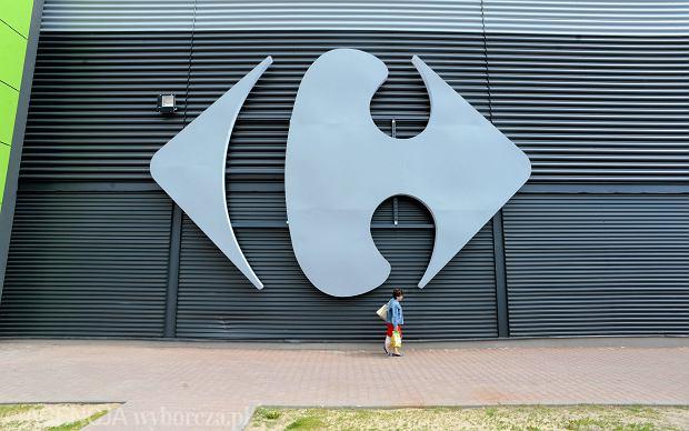 Hipermarket Carrefour w Bydgoszczy. Według prognoz, za 10-15 lat hipermarkety w Polsce będą zanikać. Zakupy będziemy robić w niewielkich sklepach przy domu, kupując głównie dania, które trzeba będzie tylko podgrzać