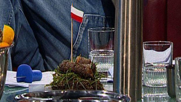 Kupa z polską flagą w programie Kuby Wojewódzkiego
