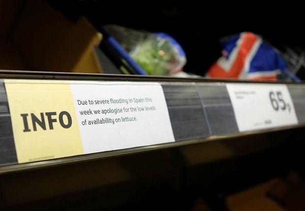 Brytyjskie Tesco racjonuje sprzedaż sałaty i brokułów. Są też problemy z dostawami cukinii, bakłażana i selera