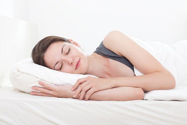 Dobrze dobrana poduszka uchroni nas przed bólami pleców, głowy i karku.