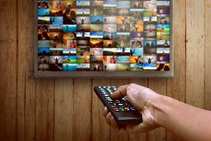 Jaki Smart TV wybrać? Podpowiadamy, na jakie funkcje zwracać uwagę