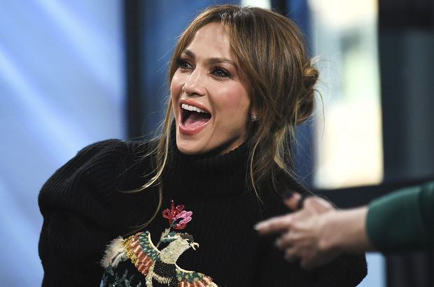 Jennifer Lopez zaczęła spotykać się z Alexem Rodriguezem, znanym w USA sportowcem. Nim w mediach gruchnęła ta wiadomość, pewnych przesłanek o nowym związku latynoskiej seksbomby można było dopatrzeć się w sieci.