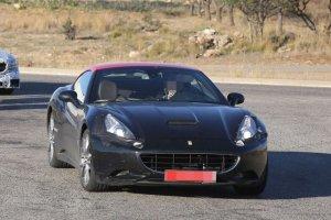 Nowe Ferrari California z silnikiem biturbo