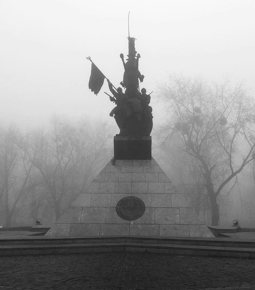 Plac Grunwaldzki we mgle