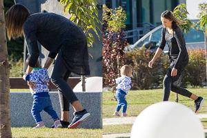 Paulina Krupińska wybrała się z córką na spacer. 15-miesięczna Antonina niedawno nauczyła się chodzić i zadowolona z nowo nabytej umiejętności, biegała po parku jak szalona. Oj, dała mamie popalić.