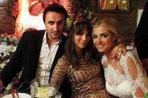 Sebastian Karpiel-Bu�ecka, Paulina Krupi�ska i Rozalia Mancewicz na jej weselu
