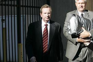 Prokuratura: Edward Mazur nie pod�ega� do zab�jstwa gen. Papa�y